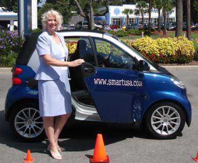 Nina Bruhns with the Smart Fortwo